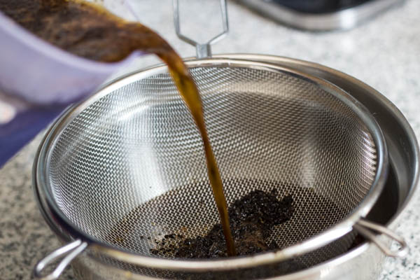 filter coffee with mesh strainer